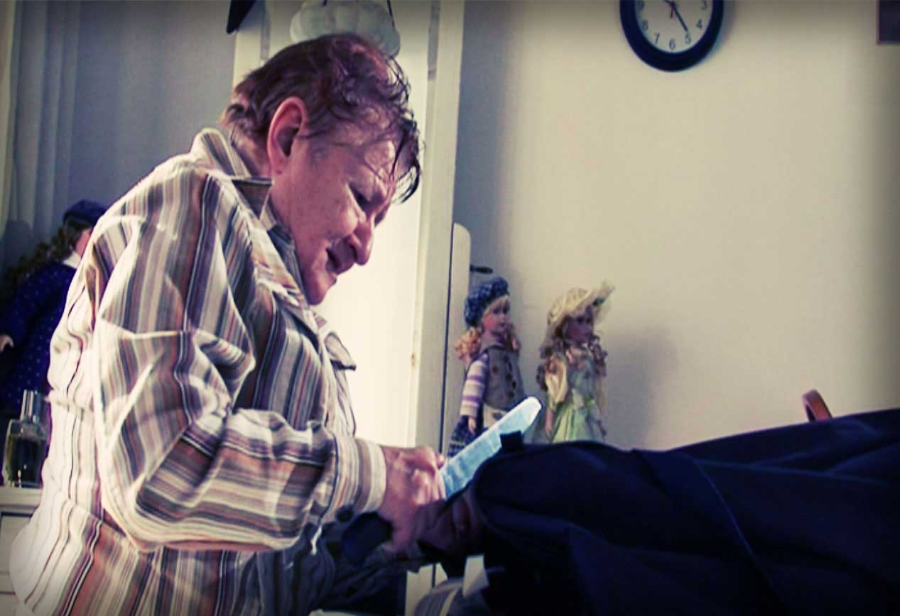 Bozena Novakova is back home from visiting her daughter. She's clearly very tired from the trip. What she doesn't know is how this beautiful but ordinary Sunday will turn into an opportunity to take control of her life again. This is a short film about family relations, seeking for independence and about what happens when we feel that our loved ones don't really care about us anymore.