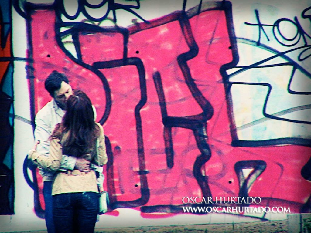 Kissing by Graffiti Wall - Color photograph (2008)