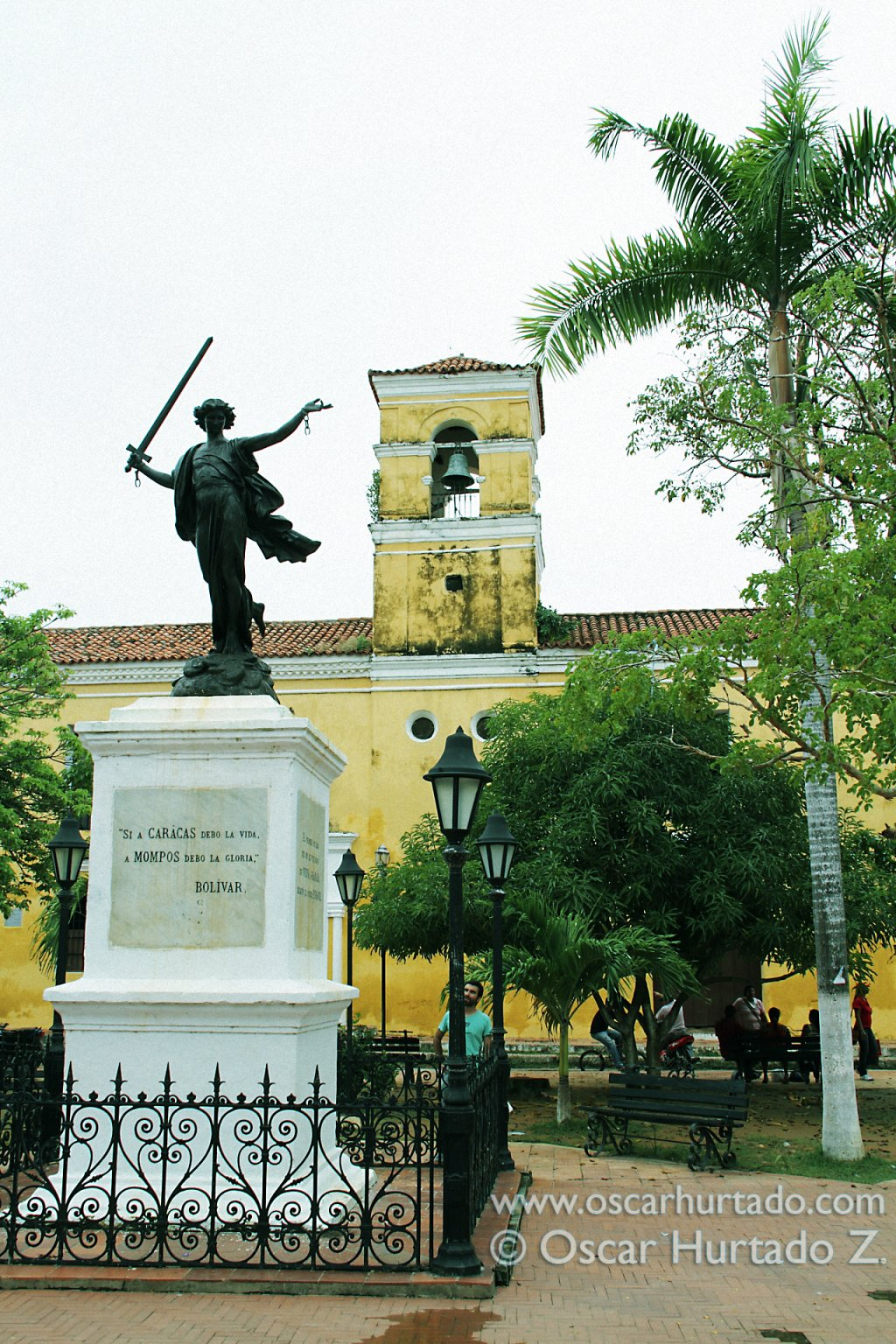 The iconic statue of Simón Bolivar situated in La Libertad Park in front of the San Carlos convent
